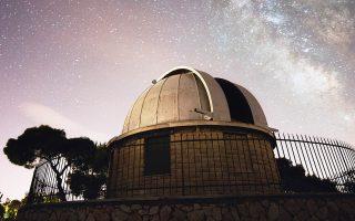 Η Θόλος με το περίφημο τηλεσκόπιο Δωρίδη, που βρίσκεται πλάι στο εμβληματικό κτίριο Σίνα του Αστεροσκοπείου Αθηνών.