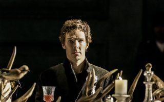 Ο Μπένεντικτ Κάμπερματς ως Αμλετ. Προσεχώς θα υποδυθεί τον μυθιστορηματικό, βιτριολικό και κακοποιημένο Πάτρικ Μέλροουζ.