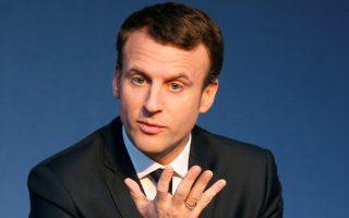 Ο κεντρώος υποψήφιος Εμανουέλ Μακρόν κατά την παρουσίαση του προγράμματός του στο Παρίσι.