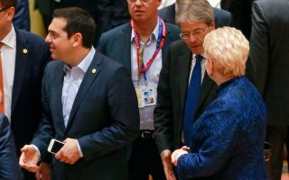 tsipras-zitisa-apo-ti-lagkarnt-i-stasi-tis-na-min-einai-a-la-kart0