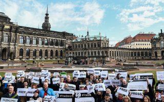 Διαδήλωση για την απελευθέρωση του Γιουτζέλ. Ο Γερμανός υπουργός Εξωτερικών Ζίγκμαρ Γκάμπριελ είπε ότι «η ζημιά που γίνεται αυτήν τη στιγμή είναι εξαιρετικά μεγάλη».