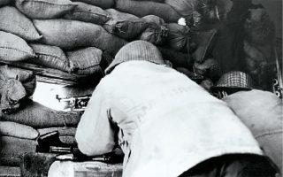 Από τις συγκρούσεις στην έναρξη της δεύτερης κυπριακής κρίσης, τέλη 1963 - αρχές 1964. Η κρίση στο Κυπριακό μοιραία συνεπαγόταν ότι τα ζητήματα που σχετίζονταν με προμήθεια οπλισμού αποκτούσαν υπαρξιακή σημασία.