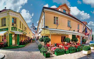 Η οδός Stikliu, στην παλιά εβραϊκή συνοικία, είναι γεμάτη  καφέ, εστιατόρια και ατελιέ τοπικών καλλιτεχνών. (Φωτογραφία: www.vilnius-tourism.lt)