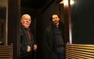 Ο Βασίλης Παπαβασιλείου και ο Γιάννος Περλέγκας στην παράσταση «Relax... Mynotis».