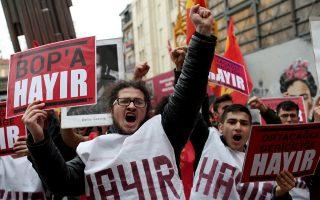 Υποστηρικτές του «όχι» διαδηλώνουν στην Κωνσταντινούπολη