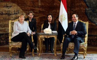 Με στόχο την προώθηση ενός «Σχεδίου Μάρσαλ για την Αφρική» επισκέφθηκε χθες την Αίγυπτο η καγκελάριος Αγκελα Μέρκελ, η οποία συναντήθηκε με τον πρόεδρο της χώρας Αλ Σίσι στο προεδρικό μέγαρο στο Κάιρο.