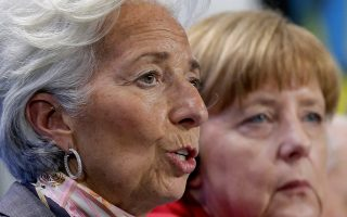 Μέρκελ και Λαγκάρντ φαίνεται να έχουν ενωθεί κάτω από τον κοινό σκοπό να μην υπάρξει περαιτέρω αναταραχή στην Ευρωζώνη.