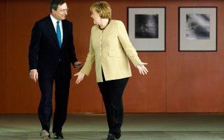 Η Γερμανίδα καγκελάριος Αγκελα Μέρκελ με τον πρόεδρο της Ευρωπαϊκής Κεντρικής Τράπεζας Μάριο Ντράγκι, σε παλαιότερη συνάντησή τους, στο Βερολίνο.