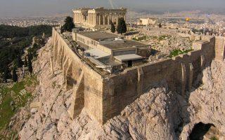 otan-i-archaia-klepsydra-tis-akropolis-trofodotise-nero-toys-ellines-to-18260