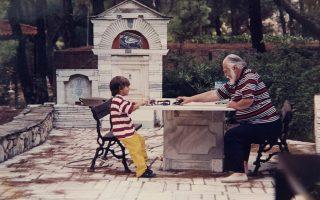 Στη Βουρβουρού με τον γιο του αρχιτέκτονα Μίλτου Μαυρομάτη.