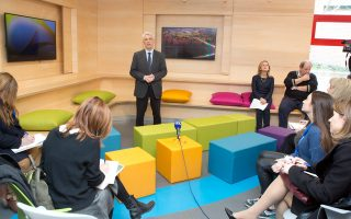 Ο Πρόεδρος του Κολλεγίου  Ανατόλια Δρ Πάνος Βλάχος παρουσιάζει στους δημοσιογράφους τη φιλοσοφία των  νέων, ευέλικτων, καινοτόμων χώρων εκπαίδευσης στο Κολλέγιο Ανατόλια