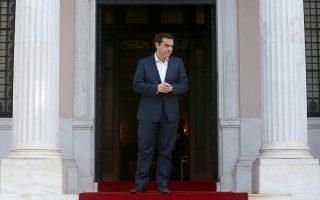 Το πρωθυπουργικό επιτελείο έχει εστιάσει στην προβολή μιας θετικής ατζέντας για τον κ. Τσίπρα, παρά τις δυσκολίες της διαπραγμάτευσης.
