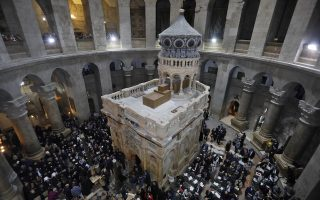 epa05863164 Christian clergymen and other guests attend a ceremony next to the Edicule surrounding the Tomb of Jesus (where his body is believed to have been laid) at the Church of the Holy Sepulchre in Jerusalem's Old City, on 22 March 2017. The ornate shrine surrounding what is believed to be Jesus's tomb was reopened at a ceremony in Jerusalem following months of delicate restoration work.  EPA/MENAHEM KAHANA / POOL