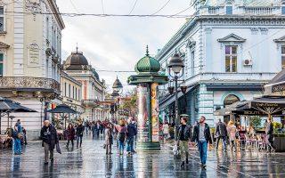 Ο πεζόδρομος Kneza Mihaila  αποτελεί τη βασική εμπορική  ζώνη της πόλης. (Φωτογραφία: SHUTTERSTOCK)