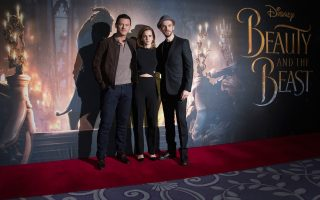 Ο Λουκ Εβανς, η Εμα Ουότσον και ο Νταν Στίβενς υποδύονται τους κεντρικούς ρόλους στην ταινία «Η Πεντάμορφη και το Τέρας», η πρεμιέρα της οποίας θα γίνει στις 17 Μαρτίου.