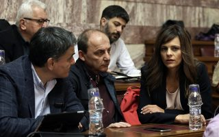 Ο υπουργός Οικονομικών Ευκλείδης Τσακαλώτος (Α) και η υπουργός Εργασίας Έφη Αχτσιόγλου (Δ) παρίστανται στη συνεδρίαση της Κοινοβουλευτικής Ομάδας του ΣΥΡΙΖΑ, στην αίθουσα Γερουσίας της Βουλής, Αθήνα, την Τετάρτη 23 Νοεμβρίου 2016. ΑΠΕ-ΜΠΕ/ΑΠΕ-ΜΠΕ/ΣΥΜΕΛΑ ΠΑΝΤΖΑΡΤΖΗ