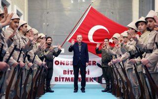 Ο Ερντογάν υπολογίζει ότι θα σερφάρει πάνω στο τσουνάμι του πληγωμένου τουρκικού εθνικισμού για να κερδίσει ένα δημοψήφισμα που μέχρι την περασμένη εβδομάδα εμφανιζόταν πολύ δυσκολότερο απ' ό,τι ο ίδιος αρχικά υπολόγιζε.