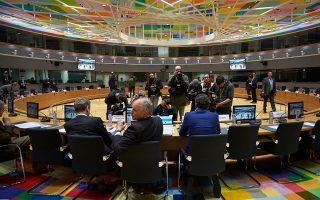 Κρίσιμη για την εξέλιξη των συζητήσεων με τους θεσμούς θεωρεί η ελληνική κυβέρνηση την αυριανή συνεδρίαση του Eurogroup στις Βρυξέλλες, ενώ ο κ. Τσίπρας θέλει να έχει ανοικτές όλες τις επιλογές του.
