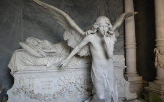 Το νεκροταφείο της Αλεξάνδρειας έχει πραγματικά αριστουργήματα. Εδώ, άλλη μία «κοιμωμένη», που δεν είναι όμως φτιαγμένη από Ελληνα γλύπτη.