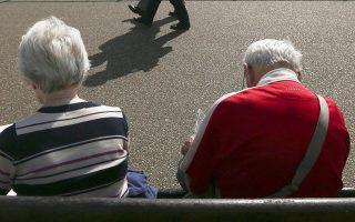 Τον μεγαλύτερο κίνδυνο για νέες περικοπές αντιμετωπίζουν περίπου 750.000 συνταξιούχοι που λαμβάνουν πάνω από 1.000 ευρώ σύνταξη. Σύμφωνα με τους ειδικούς, ενδέχεται να δουν, από το 2019 και μετά, μειώσεις στις συντάξεις τους κοντά στο 18%.