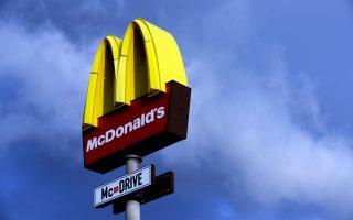 Η McDonald's δέχθηκε κριτική και από σωματεία εργαζομένων, που την κατηγορούν ότι απέφυγε να πληρώσει φόρους 1 δισ. ευρώ από το 2009 έως και το 2013.