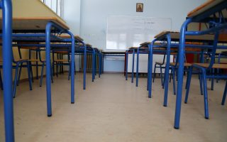 Πέρυσι, οι πανελλαδικές εξετάσεις ξεκίνησαν 16 Μαΐου και μέσα στον Απρίλιο συνολικά 56.213 μαθητές της Γ΄ Λυκείου απουσίασαν έστω μία φορά από το σχολείο τους.