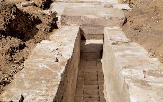 Γενική άποψη μιας νέας πυραμίδας που χρονολογείται από τη 13η δυναστεία και εντοπίστηκε στη νεκρόπολη του Νταχσούρ, νοτίως του Καΐρου. Μέχρι στιγμής έχουν εντοπισθεί εσωτερικές δομές της και ενδεχομένως αποτελεί μία από τις πρώτες απόπειρες κατασκευής πυραμίδας με λείες πλευρές.