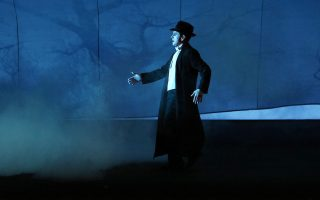 Ο Μπομπ Ουίλσον και ο Μιχαήλ Μπαρίσνικοφ ενώνονται για να μπουν στο μυαλό του θρυλικού χορευτή Βάσλαβ Νιζίνσκι στην παράσταση «Γράμμα σε έναν άντρα».