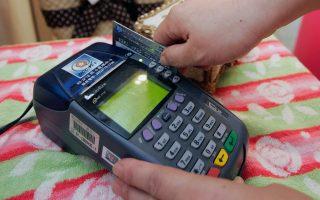 Περισσότεροι από 200.000 ελεύθεροι επαγγελματίες θα δέχονται κάρτες για τις πληρωμές από τους πελάτες.