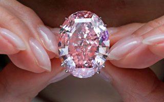 Το υπέρλαμπρο «Ροζ Αστέρι», το μεγαλύτερο ροζ διαμάντι, εξαιρετικής διαύγειας.