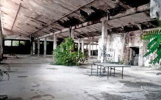 Το παλαιό εργοστάσιο της ΥΦΑΝΕΤ, στη Θεσσαλονίκη, το οποίο από τον Μάρτιο του 2004 τελεί υπό κατάληψη από άτομα του αντιεξουσιαστικού χώρου.