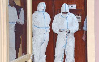 Ειδικοί του Παγκόσμιου Οργανισμού Υγείας στην αυτοψία θυμάτων του προχθεσινού μακελειού, στα Αδανα της Τουρκίας.