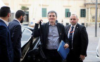Ο υπουργός Οικονομικών Ευκλ. Τσακαλώτος προσέρχεται στη χθεσινή συνεδρίαση του Eurogroup, στη Μάλτα.