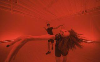Απόσπασμα από το βίντεο του καλλιτέχνη Wu Tsang («Παρατοξικά παράδοξα»).