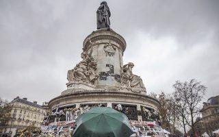 Φωτογραφία μετά την επίθεση στο Παρίσι, τον Νοέμβριο του 2015, που προκάλεσε διαμάχη των θεωρητικών γύρω από τη θρησκευτική ριζοσπαστικοποίηση.