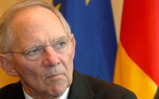 Για το Βερολίνο, αυτό το σχέδιο αποτελεί μια μεγάλη νίκη, καθώς το βασικό πρόβλημα που αντιμετώπιζε ο Γερμανός υπουργός Οικονομικών Βόλφγκανγκ Σόιμπλε (φωτ.), στη συζήτηση για την ελάφρυνση του ελληνικού χρέους, είναι ότι μεσολαβούσαν οι εκλογές και ένα τέτοιο θέμα ήταν πολύ «καυτό» πολιτικά για να τεθεί εν μέσω προεκλογικής εκστρατείας.