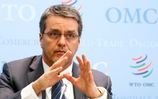 «Θα πρέπει να δούμε το εμπόριο ως μέρος της λύσης για οικονομικές δυσκολίες, όχι ως μέρος του προβλήματος», είπε χθες ο γ.γ. του ΠΟΕ Ρομπέρτο Αζεβέντο.