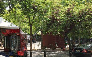Το κόκκινο κοντέινερ στήθηκε το Σαββατοκύριακο στην πλατεία Εξαρχείων.