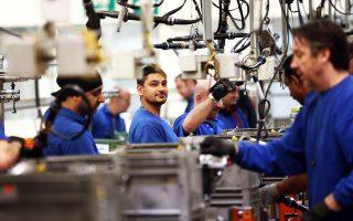 Αρκετοί Ευρωπαίοι υπήκοοι απασχολούνται και στον τομέα της μεταποίησης στη Βρετανία, με το ποσοστό των εργαζομένων να υπερβαίνει συνολικά το 10%.