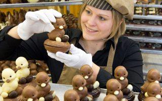 Στη Γερμανία, οι έμποροι έχουν γεμίσει τα ράφια τους με παιχνίδια και γλυκίσματα και τα σούπερ μάρκετ με σπεσιαλιτέ κάθε είδους.