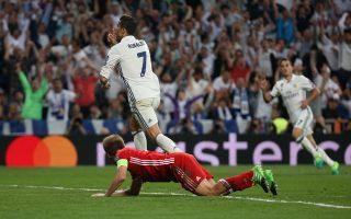 Ο Κριστιάνο Ρονάλντο με τα τρία γκολ που σημείωσε έστειλε τη Ρεάλ Μαδρίτης στους ημιτελικούς του Τσάμπιονς Λιγκ.