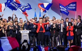 Η Μαρίν Λεπέν κατά τη διάρκεια της προεκλογικής ομιλίας της στο Παρίσι τη Δευτέρα.