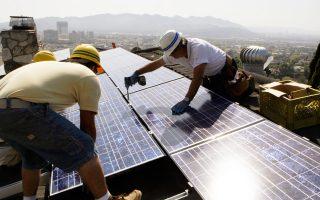 Ολοένα και περισσότερες κατοικίες στις ΗΠΑ εξοπλίζονται με φωτοβολταϊκά συστήματα.