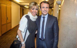 Ο Εμανουέλ Μακρόν και η σύζυγός του, Μπριζίτ, στο ετήσιο δείπνο του γαλλικού Συμβουλίου Εβραϊκών Ενώσεων, στις 22 Φεβρουαρίου.