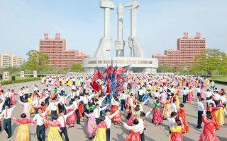 Με το καθιερωμένο φολκλόρ γιόρτασε το καθεστώς της Πιονγιάνγκ την 85η επέτειο από τη συγκρότηση του Λαϊκού Στρατού της Βόρειας Κορέας.