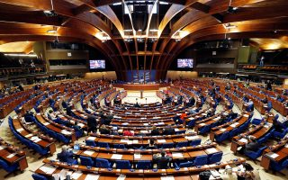 H κοινοβουλευτική συνέλευση του Συμβουλίου της Ευρώπης, θεματοφύλακα της δημοκρατίας και των δικαιωμάτων, συζητεί το θέμα της Τουρκίας.