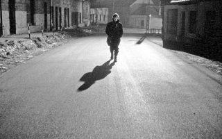 Η κινηματογραφική μεταφορά από τον Μπέλα Ταρ του δεύτερου μέρους της «Μελαγχολίας της αντίστασης», με τίτλο «Οι αρμονίες του Βερκμάιστερ», παραμένει μία από τις πιο επιτυχημένες αναγνώσεις του βιβλίου.