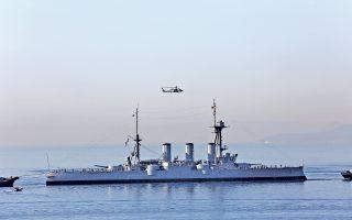 H ιστορική ναυαρχίδα του Πολεμικού μας Ναυτικού, το θωρηκτό «Αβέρωφ» που καθελκύσθηκε το 1910, ρυμουλκήθηκε χθες στα ναυπηγεία Σκαραμαγκά. Στη διάρκεια των δύο επόμενων μηνών, θα γίνουν εργασίες συντήρησης στα ύφαλα, στο κατάστρωμα και στα εσωτερικά διαμερίσματα του πλοίου. Το κόστος των εργασιών καλύπτεται από ένα μεγάλο χορηγό που θέλει να κρατήσει την ανωνυμία του, αλλά και από μια ομάδα εφοπλιστών που έκαναν χορηγίες σε είδος. Το θωρηκτό συνέδεσε τη μοίρα του με το έθνος και τις πολεμικές του επιτυχίες στους Βαλκανικούς, στον Α΄ και στον Β΄ Παγκόσμιο Πόλεμο. Παροπλίστηκε το 1952.