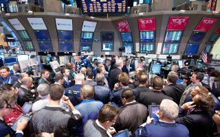 Οι επενδυτές προσπαθούν να αποκρυπτογραφήσουν τις εξαγγελίες του Μάριο Ντράγκι, κατά τη χθεσινή συνέντευξη Τύπου που έδωσε στην έδρα της Ευρωπαϊκής Κεντρικής Τράπεζας.