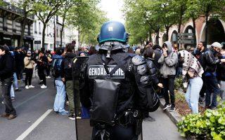 Μαθητές λυκείων και μέλη αντιφασιστικών οργανώσεων βρέθηκαν χθες αντιμέτωποι με την αστυνομία στους δρόμους του Παρισιού.